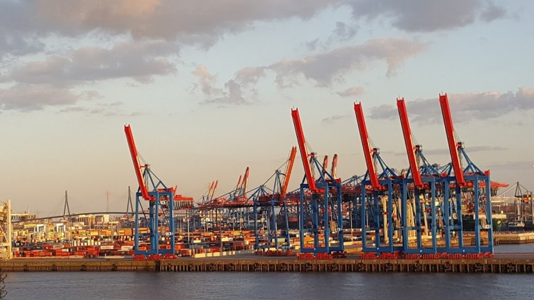 Hafen-Hamburg-Schiffe-Terminal