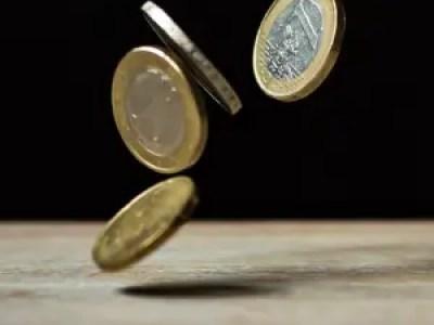 Euromünzen fallen vom Himmel
