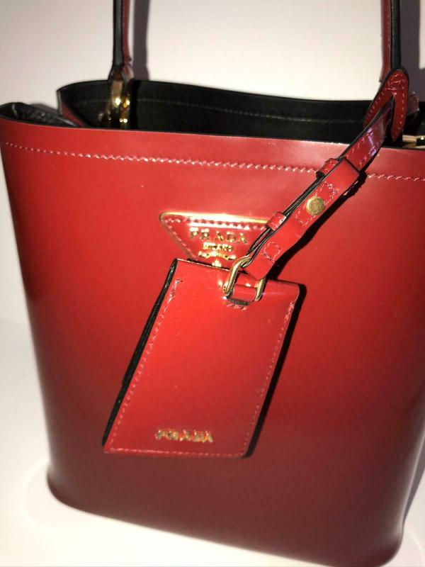 Prada 1BA212 medium panier bag red black