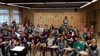 Zum Auftakt sangen die Kinder gemeinsam die Europa-Hymne.