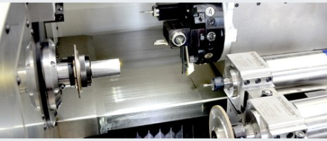 Basically the kinematics of the machine is simple, it includes a synchronous motorspindle (up to 7'000 rpm, 30 Nm) with a W25 nose and possible use of a bar loader (19 mm max.). Two cross-slides receive the different tooling on both sides and the tailstock as well as the part catcher are mounted on a gantry.