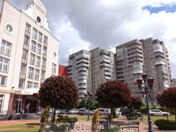 An der Promenade Hotels; dahinter sozialistischer Einheitsbau