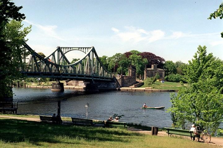 Puente Glienicker Brücke de Berlín