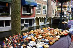 Second-hand or rather second-leg clogs in Delft