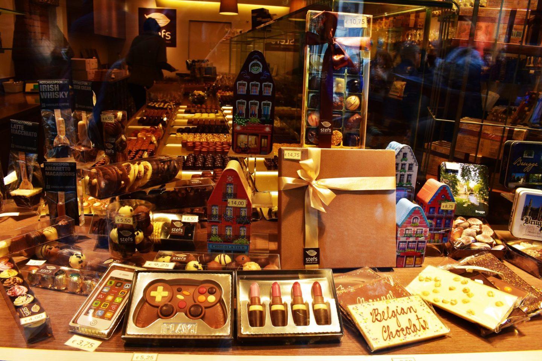 Chocolate para todos y para todo, telefono, pintalabios, videojuegos
