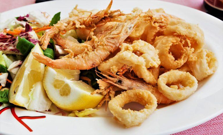 Langostinos y calamares fritos