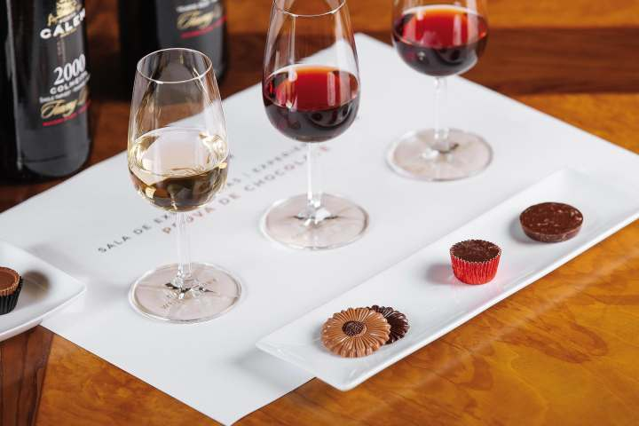 Premium Cálem port wines paired with desserts during sophisticated tasting (source www.calem.pt)