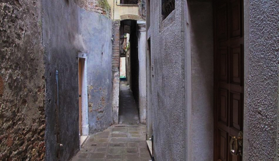 Caletta Varisco - the most narrow street of Venice