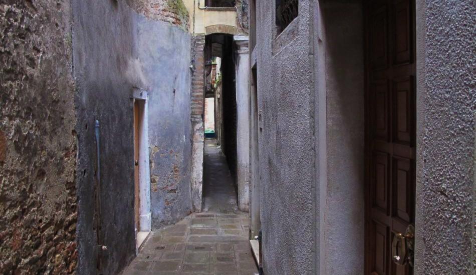 Caletta Varisco - the most narrow street of Venice