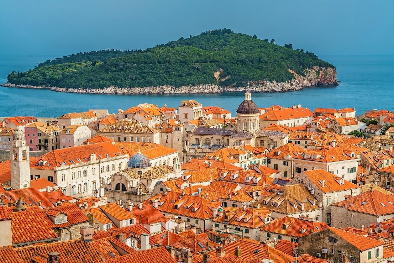 Casas históricas de Dubrovnik con colores perfectamente coordinadas