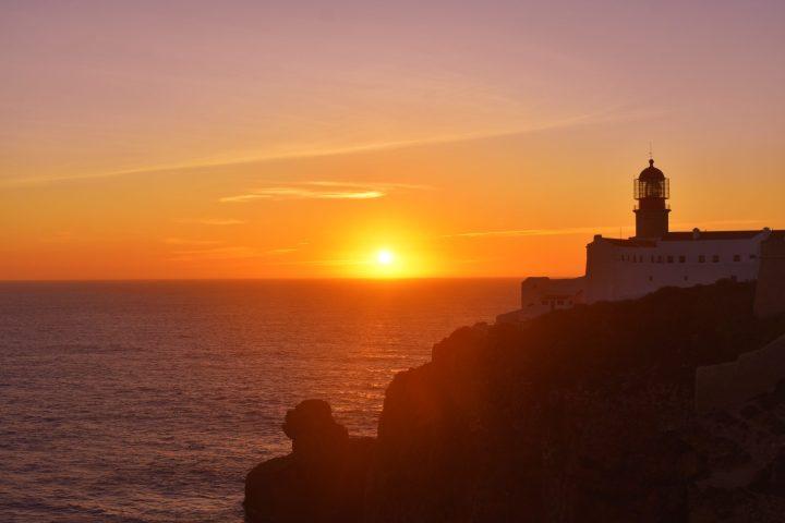 Precioso Farol do Cabo de São Vicente, marca el punto más al Sur de Portugal