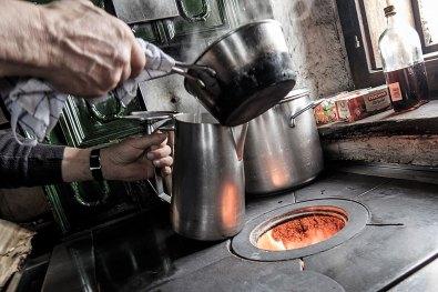 Wszystkie potrawy przygotowywane są na otwartym ogniu.