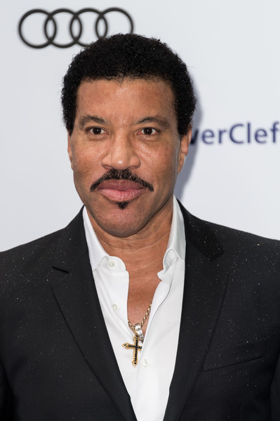 Lionel Richie attends the Nordoff Robbins O2 Silver Clef Awards at The Grosvenor House Hotel on July 1, 2016 in London, England. (Photo by Ian Gavan/Getty Images)