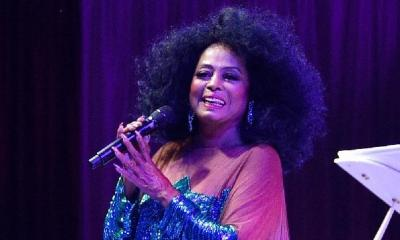 diana ross - mic - performing