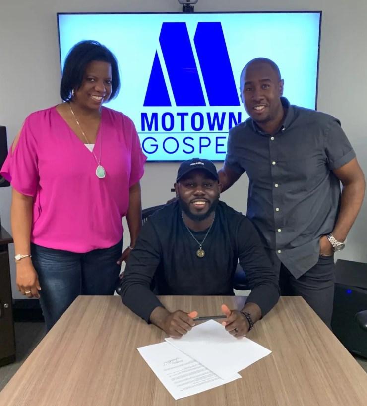 jonathanTraylor_MotownGospel_signingdeal