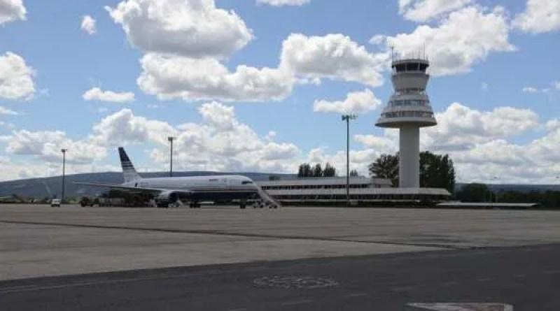 Un avión sobrevoló ayer Vitoria durante varias horas,
