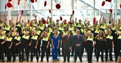 El alcalde da la bienvenida a la nueva promoción de la Policía Municipal de Bilbao,