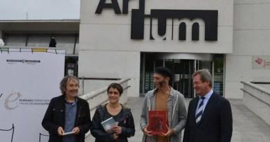 Irati Elorrieta, Patxi Zubizarreta y Asisko Urmeneta son los tres primeros Premios Euskadi Literatura de este año,