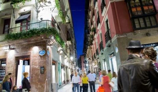 Bilbao Bizkaia presenta en Fitur sus nuevos productos turísticos destinados al Txakolí y las compras con esencia vasca,