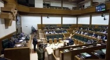 """Fotoperiodistas acusan al Parlamento Vasco de """"limitar la libertad de prensa"""" al no poder acceder a la Cámara,"""