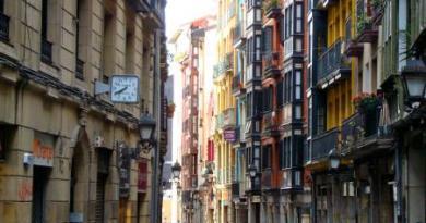 Euskadi sigue en 'alerta roja', con 978 nuevos positivos,