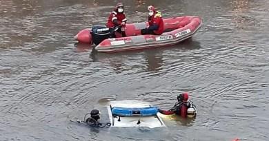 Rescatan el cuerpo sin vida de un ertzaina precipitado al río Urumea dentro de un coche patrulla,