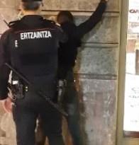 Tres detenidos, uno de ellos menor de edad, por desórdenes públicos en Eibar,