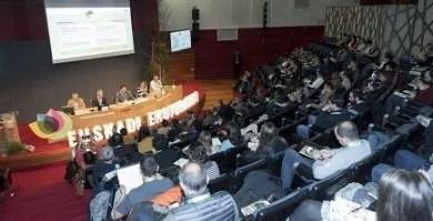 Javier Hurtado: «El Foro de Ecoturismo de Euskadi consolida la apuesta por un turismo comprometido y responsable»,