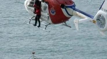 Muskiz, los Servicios de Emergencias de Euskadi rescatan a tres jóvenes atrapados en una zona de rocas,