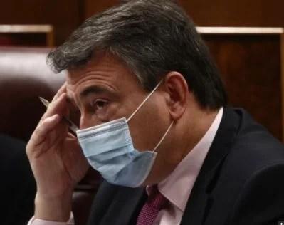 Sánchez, ante un aviso del PNV, promete aclarar el decreto eléctrico para no perjudicar a la industria,
