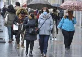 Suben a 731 los contagios en Euskadi, baja la positividad al 7,9%, y aumentan a 66 los ingresos en planta,