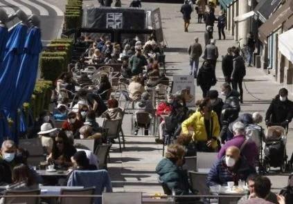 Euskadi está en fase ascendente de la curva de incidencia, con 726 nuevos ingresos y 127 pacientes en UCI,