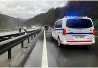 Heridas dos personas al colisionar un camión y un turismo en Lezo,