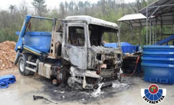 La Ertzaintza esclarece una serie de incendios provocados que causaron daños en maquinaria valorados en más de un millón y medio de euros,