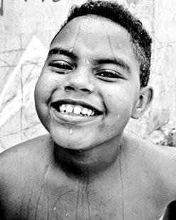 Garoto retratado pela jovem fotógrafa Mariane Ribeiro
