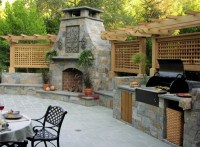 outdoor-kitchen-with-fireplace-and-pizza-oven