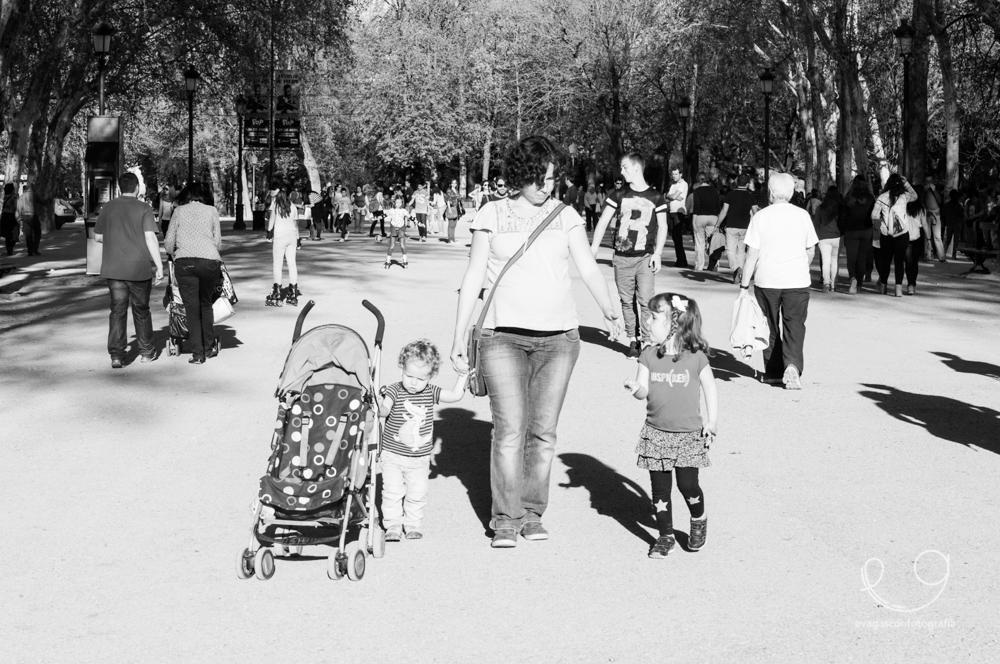 familia-caminando_parque-114