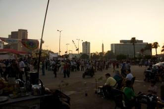 Soleil se couche sur la place Tahrir