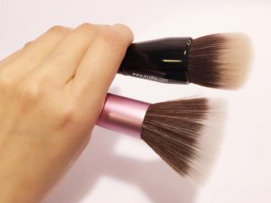 bareminerals-smoothing-face-brush4