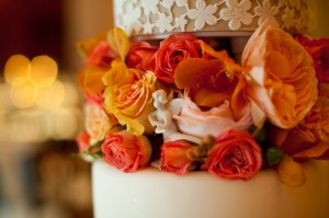 Elegant-Orange-White-Wedding-Cake-2-600x399