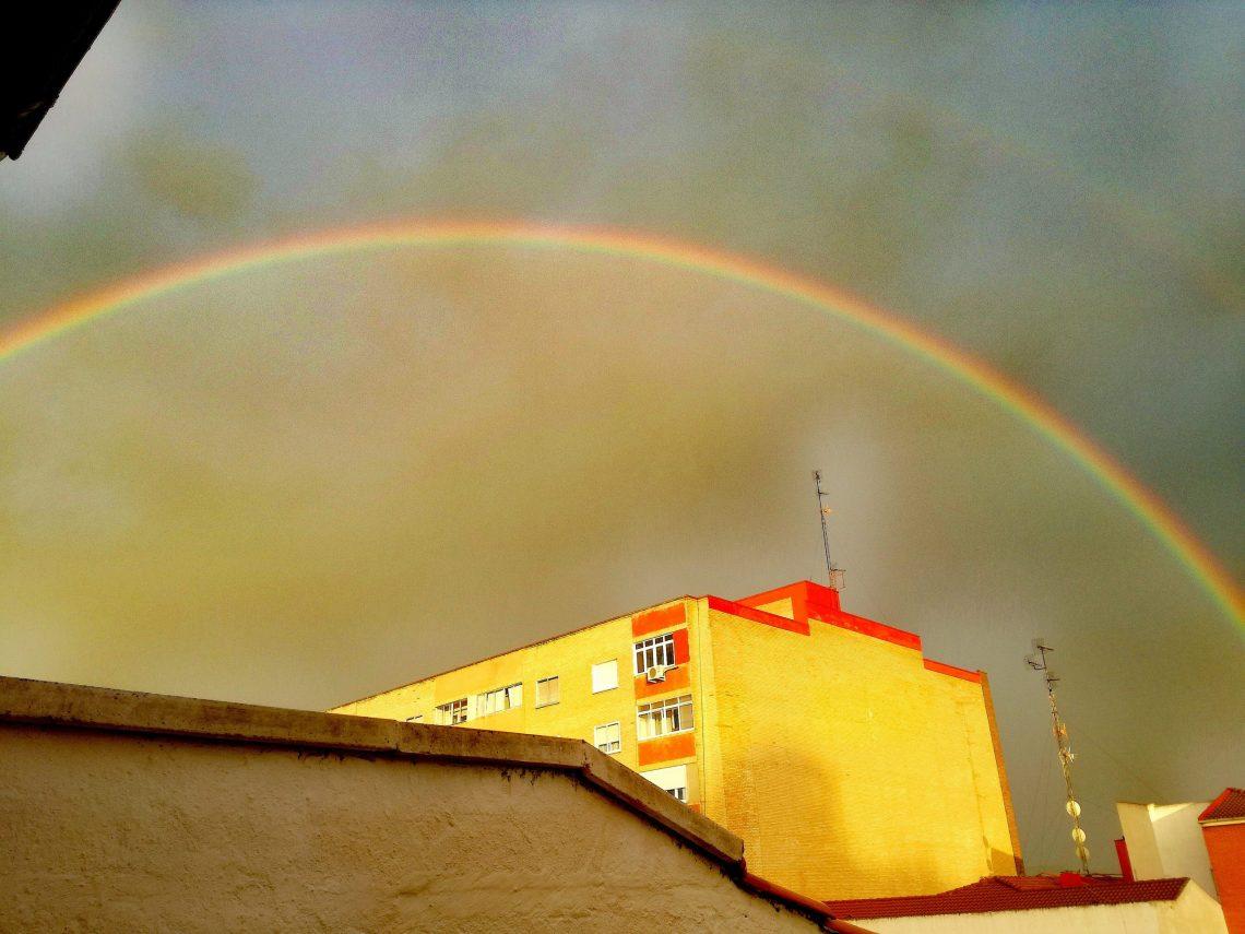Mirando el arcoíris
