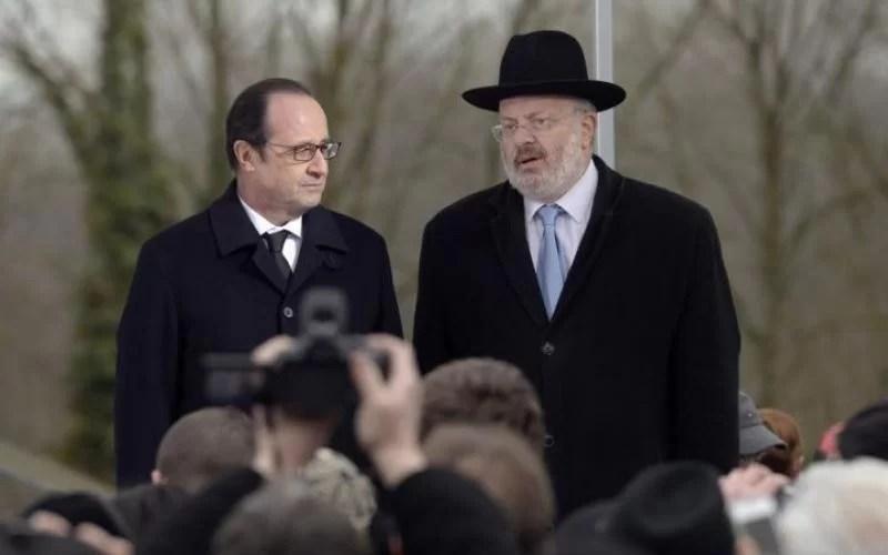 Le grand Rabbin Gutmann avec le Président François Hollande lors de la cérémonie le 17 février 2015