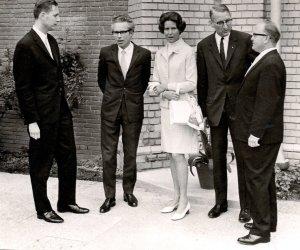 Zur Einweihung der umgebauten Christuskirche am 22. Juni 1969 waren u.a. erschienen: Architekt Rolf Romero (2.v.l.), Lucy Horstmann (Mitte) und Rainer C. Horstmann (2.v.r.), Presbyter u. Synodaler.