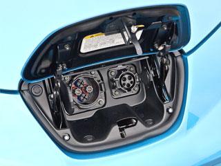2011-nissan-leaf-charging-port2