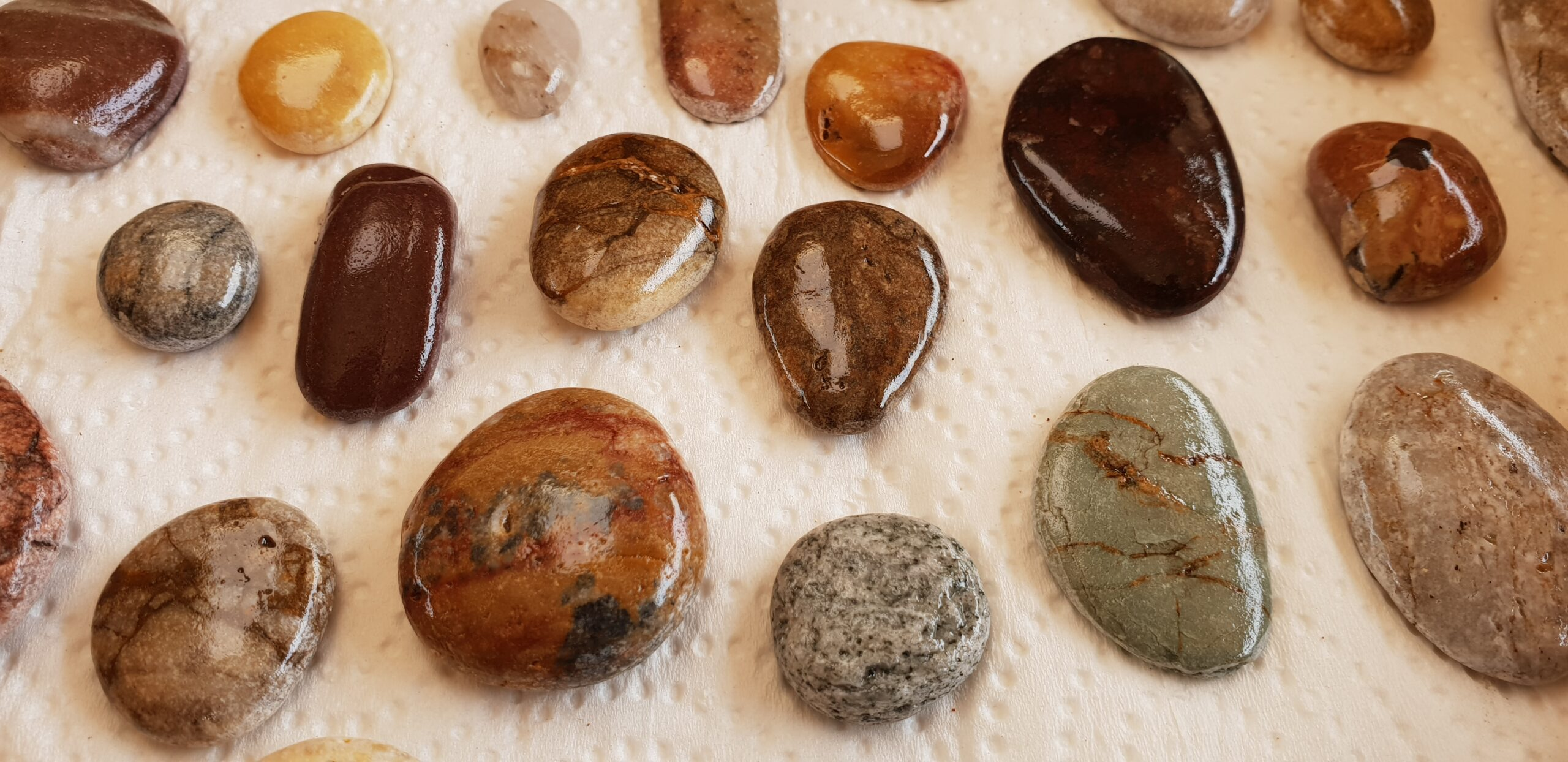 Beautiful stones Top 5 reasons to be a minimalist www.evaogmalthe.dk