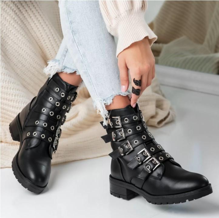 Ghetele negre – un element cheie in garderoba ta!