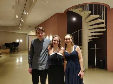 Louis Vandory, Julia Fischer and Eva at the Berlin Philharmonie
