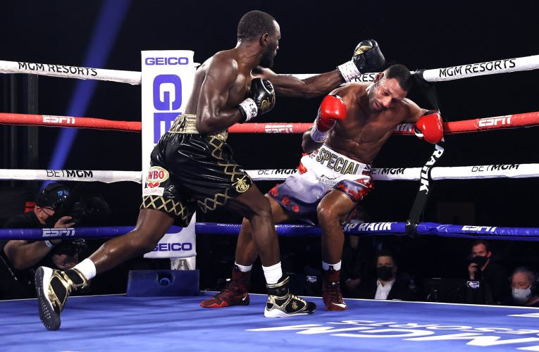 TERENCE CRAWFORD NOQUE A KELL BROOK Y VA POR SPENCE JR