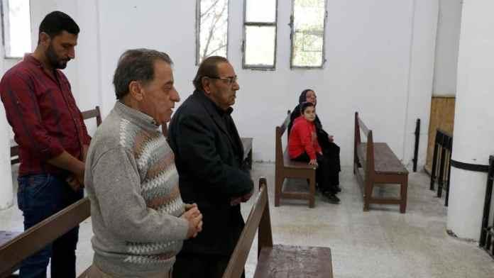 Tel Abyad'daki Ermeni Kilisesi ziyaretçileri