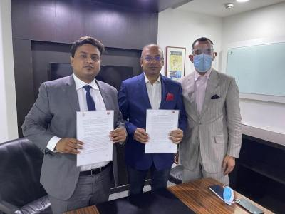 At Signing of MoU - Mr. Uday Narang, Chairman of Omega Seiki Mobility with Mr Kuldeep Gupta, VP Strategic Partnership, C4V USA and Dr Deb Mukherji, Managing Director, Omega Seiki Mobility